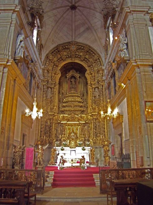Main altar in the Monastery of Arouca. Photo by Henrique Matos