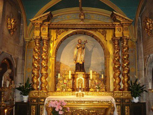 Le Puy-en-Velay, altar and statue of St. Jean-François Régis, Notre-Dame du Collège Church. Photo by Havang