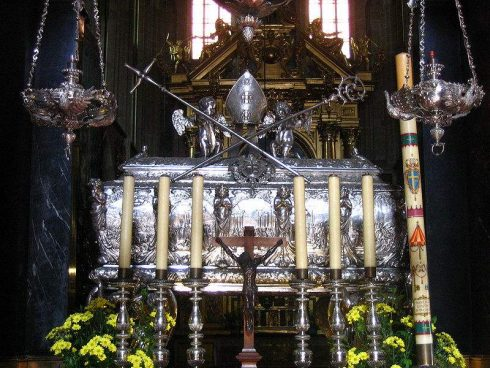 Tomb of St. Stanislaus in the Wawel Cathedral, photo by Bogitor.