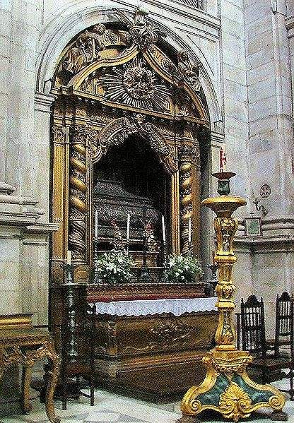 The tomb of Bl. Theresa of Portugal at the Lorvao Monastery.