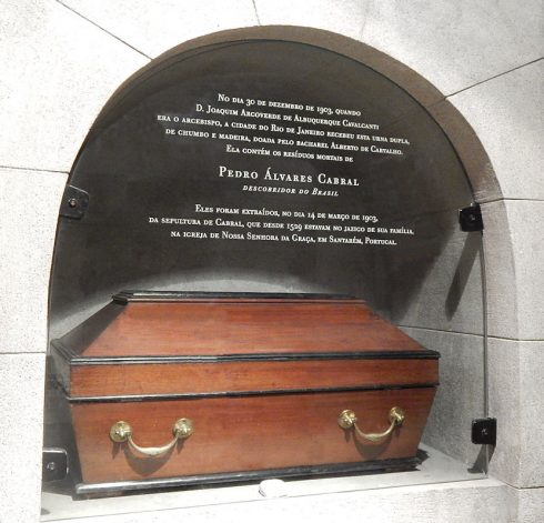 In 1903, Pedro Álvares Cabral's remains were interred in the Church of Our Lady of Mt. Carmel (Igreja de Nossa Senhora do Monte do Carmo) in Rio de Janeiro, Brazil.