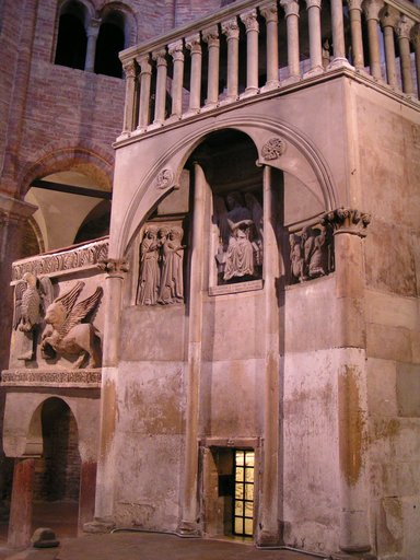 "the old pulpit, within the building called ""Basilica del Santo Sepolcro"". According to tradition St. Petronius built the Basilica over a temple of the goddess Isis. The saint wished to have a building that recalled the Church of the Holy Sepulchre in Jerusalem."